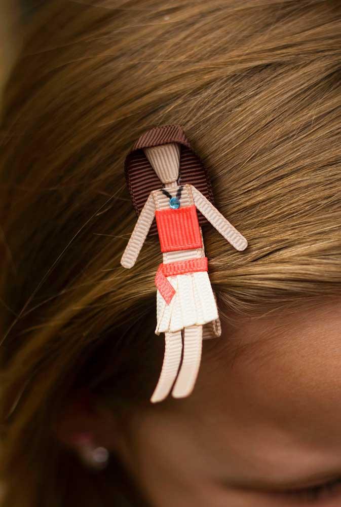 Que tal esse grampo de cabelo para as meninas?