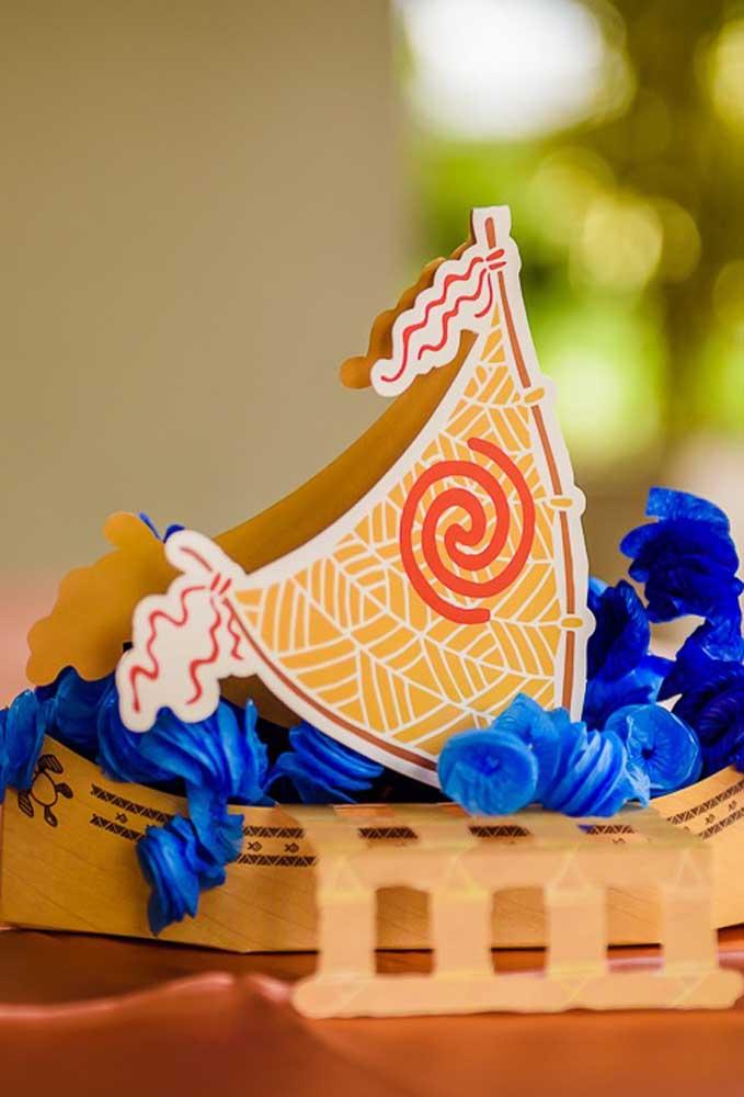 Que tal preparar uma barca de papel para colocar guloseimas dentro?
