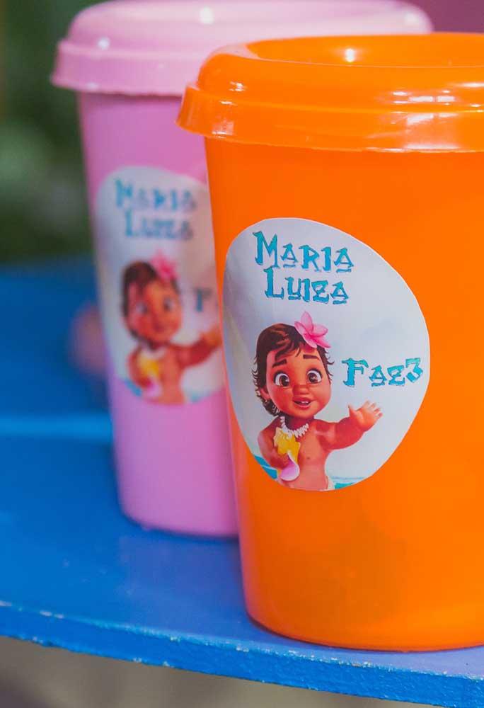Distribua copinhos fofos para as crianças