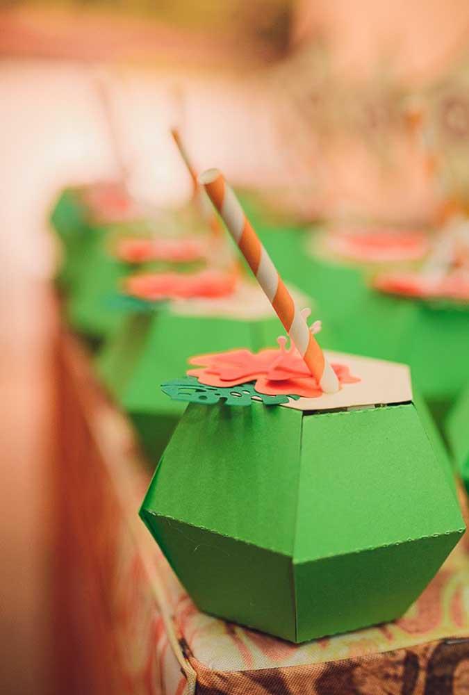 Se a intenção é aderir ao coco artificial, experimente fazer de papel
