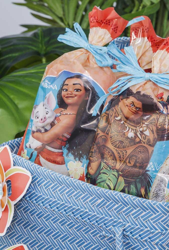 Para lembrancinhas maiores, você pode usar sacos grandes