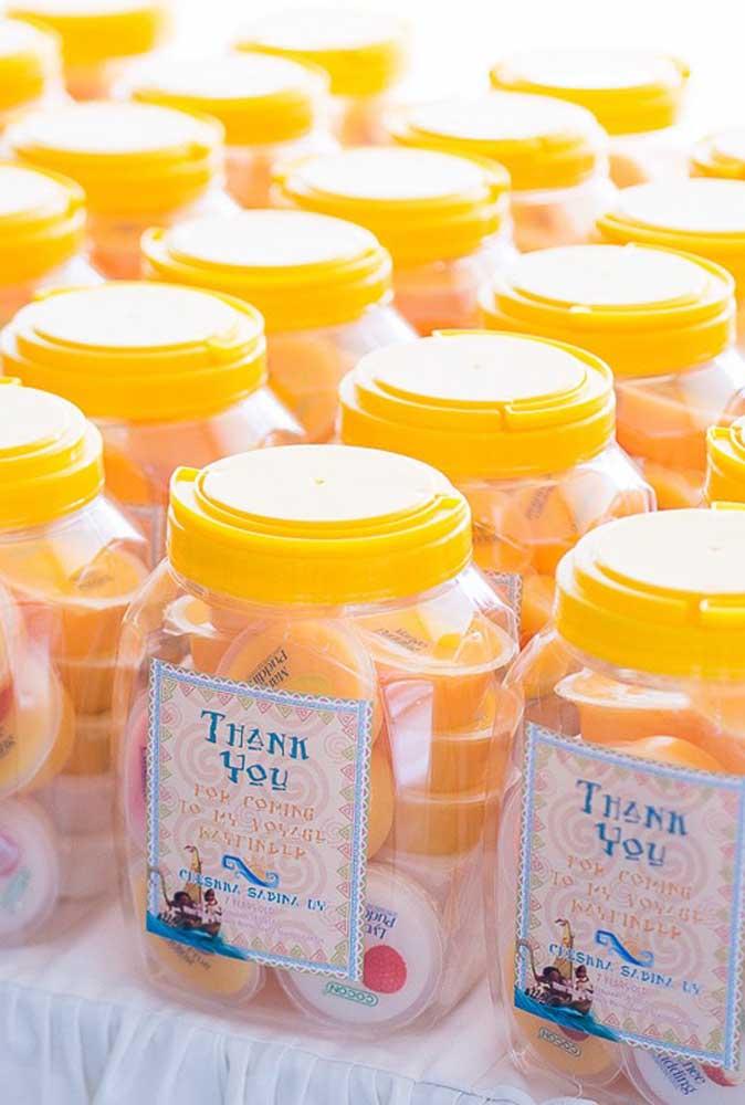 Potes personalizados com doces