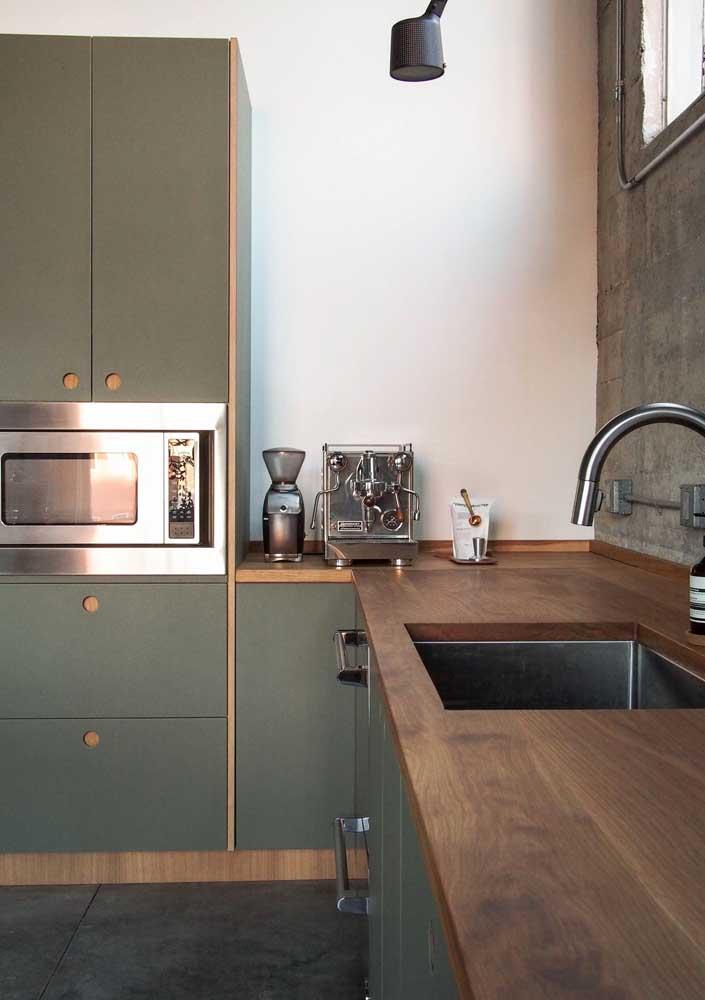 A combinação perfeita e harmônica entre verde musgo e madeira: um pedaço da natureza dentro de casa
