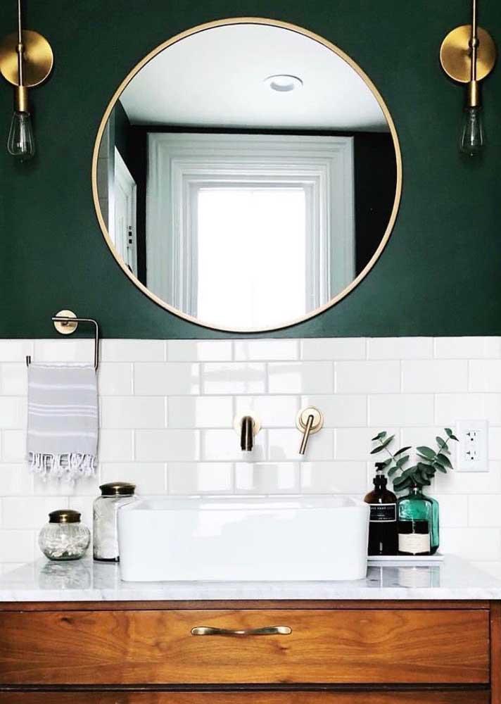 Verde musgo e dourado: uma dupla para compor decorações nobres e refinadas