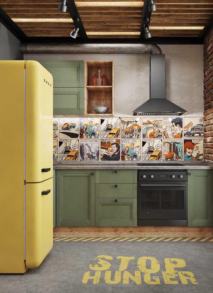 A cozinha moderna, despojada e jovial trouxe a combinação irreverente entre verde musgo e amarelo