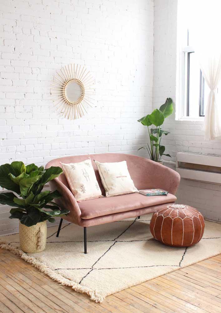 Tem espaço para namoradeira na decoração escandinava também! Olha como ela se encaixa perfeitamente na proposta