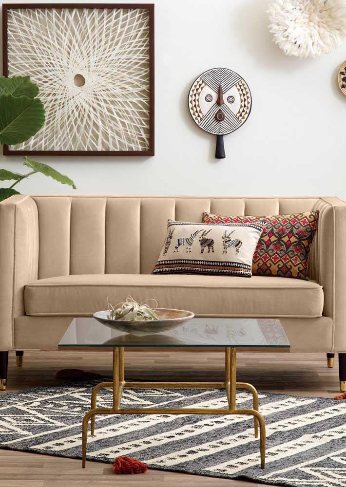 Namoradeira com cara e função de sofá
