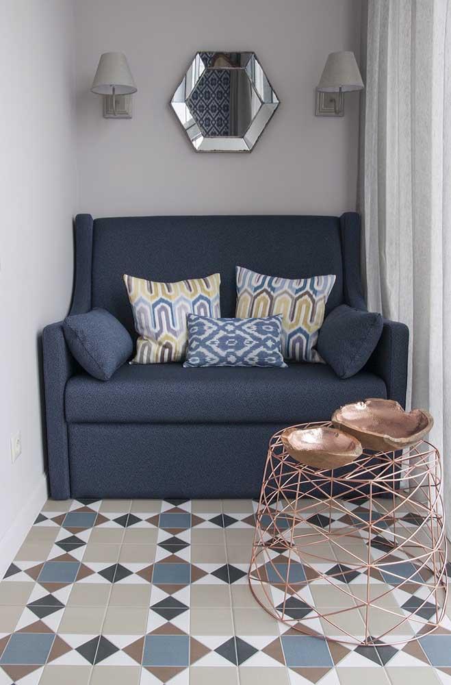 Namoradeira em formato de sofá na medida exata da parede