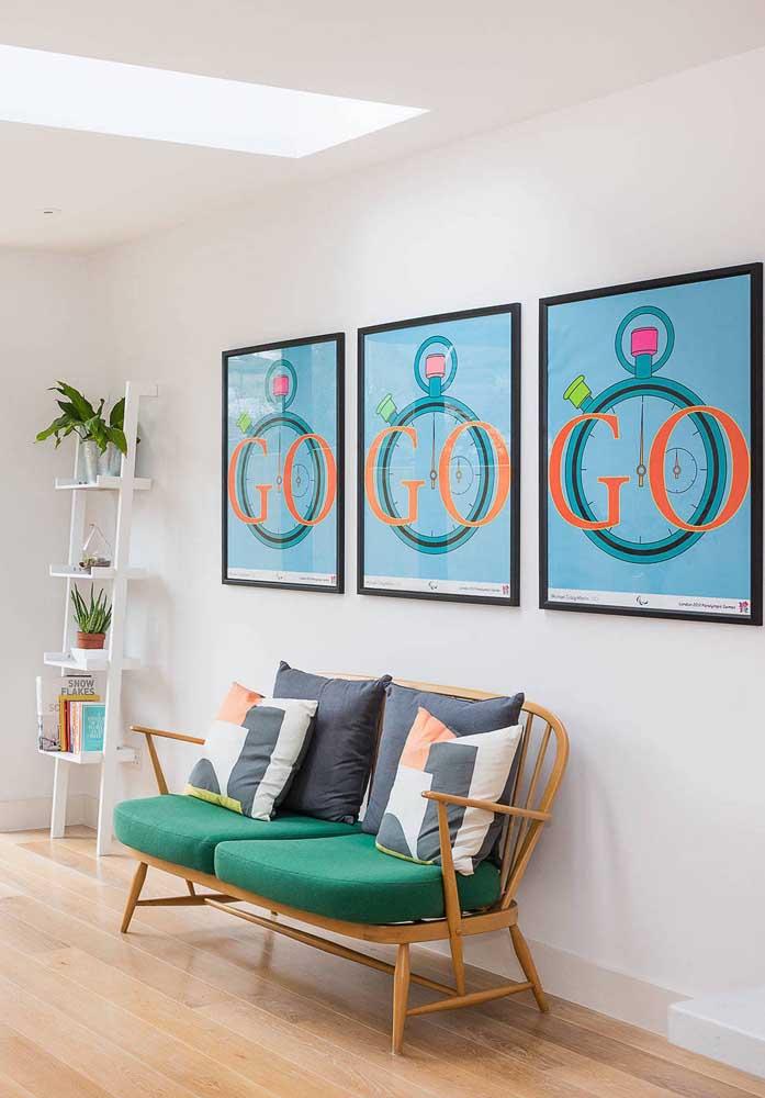 Namoradeira no corredor em combinação perfeita com os demais elementos da decoração