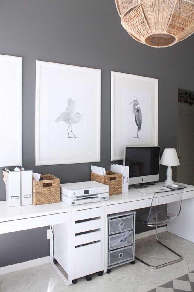 Um escritório em estilo clean, ideal para quem deseja criar um ambiente mais tradicional, mas sem perder a modernidade