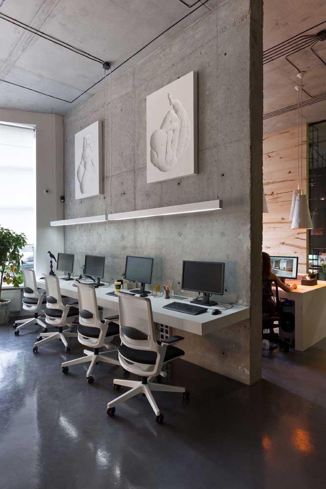 Bancada suspensa para o escritório em estilo industrial
