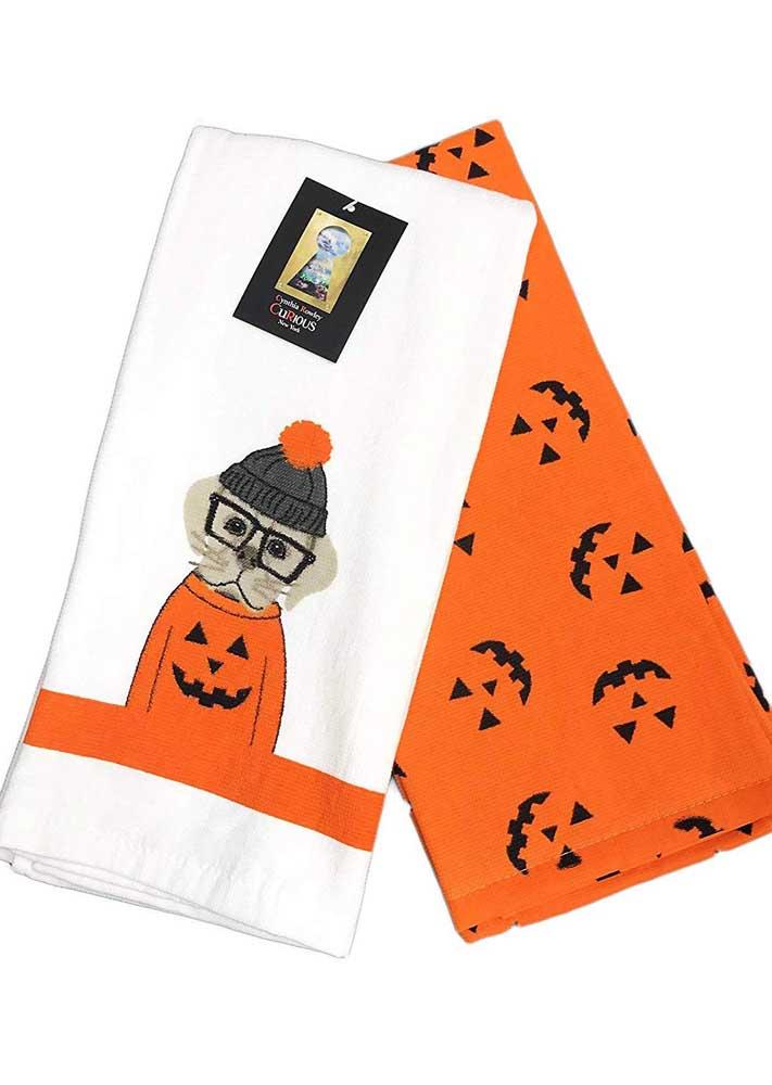 Inspiração de pano prato bordado para o Halloween; até o cachorrinho entrou na dança