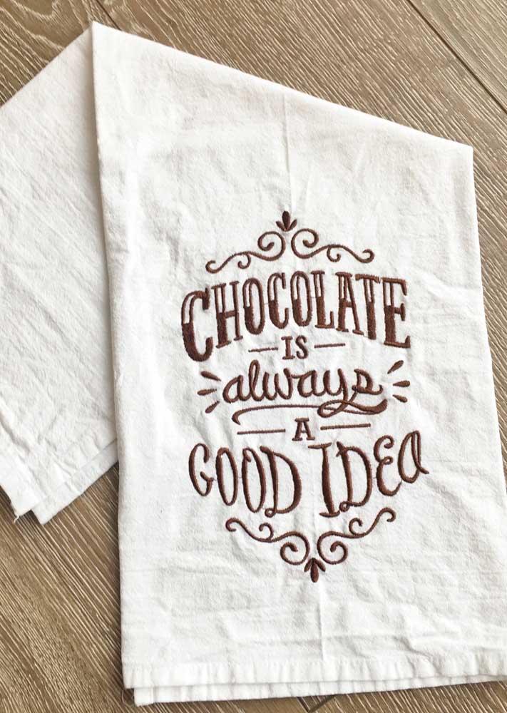 Para aumentar o valor do trabalho com bordado certifique-se de comprar um pano de prato com tecido de boa qualidade