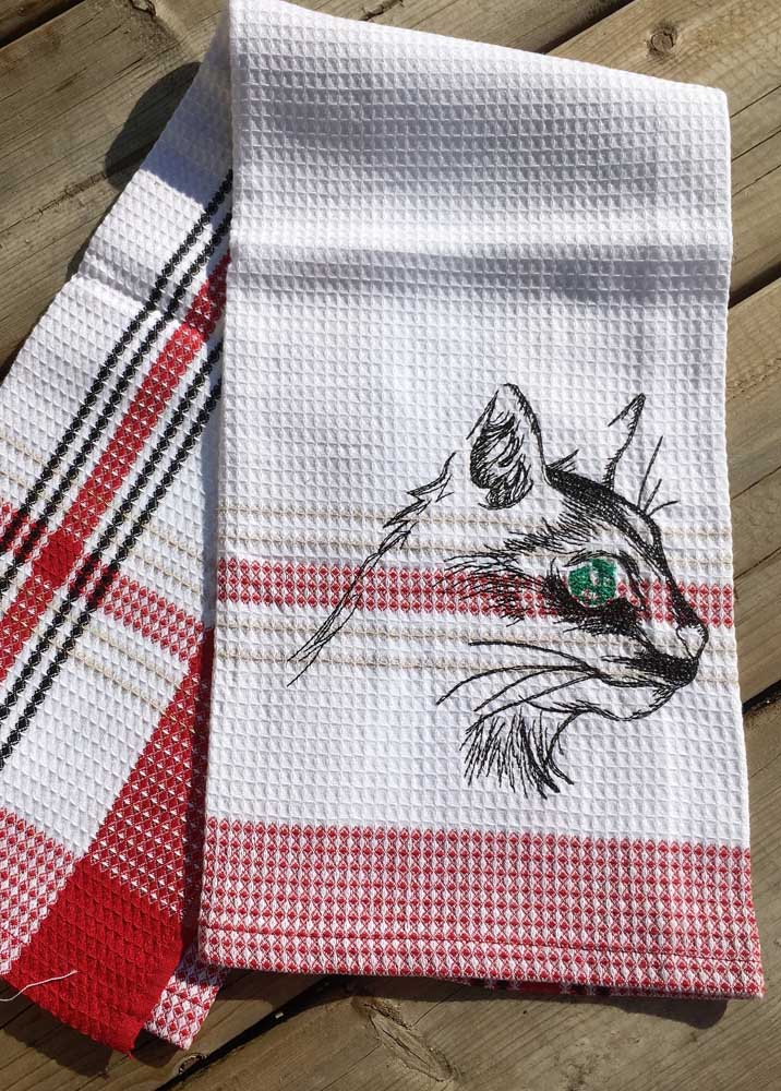 Pano de prato xadrez com bordado estilizado de gato