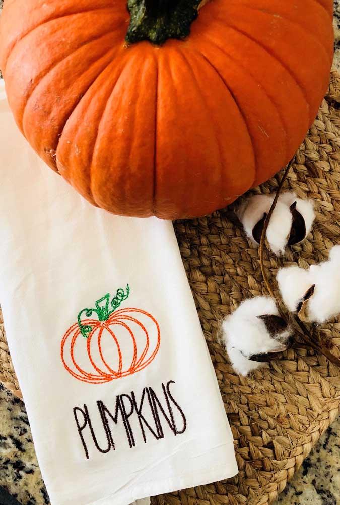Pano de prato bordado com aboboras para o halloween