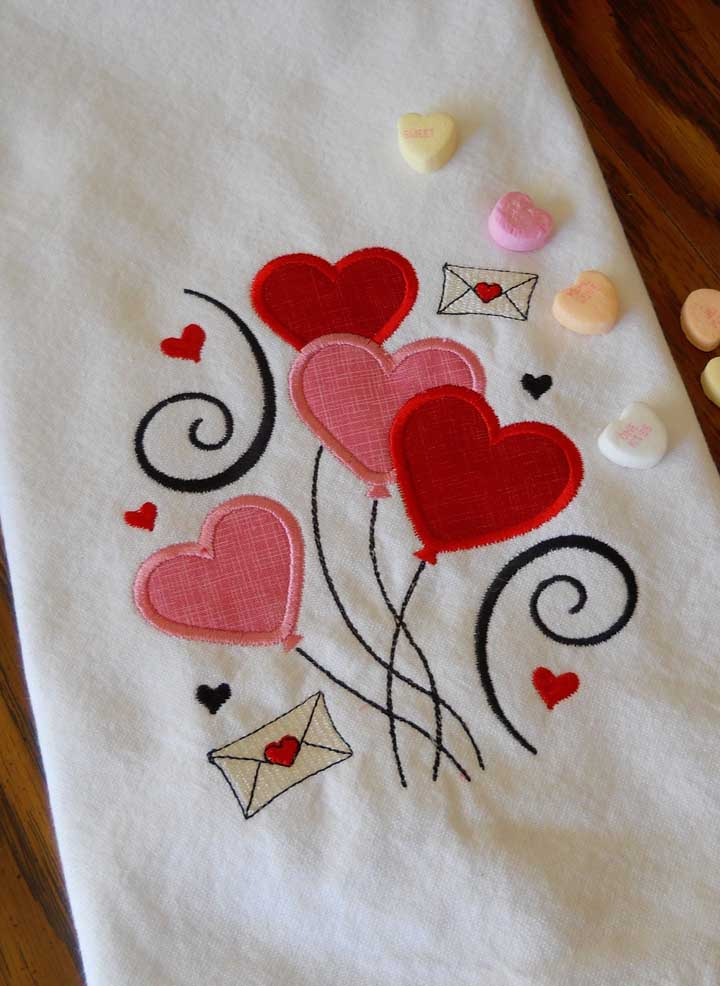 Pano de prato bordado com inspiração romântica
