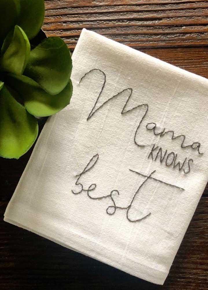 Bordado para pano de prato que imita letra de mão: uma ideia linda e delicada