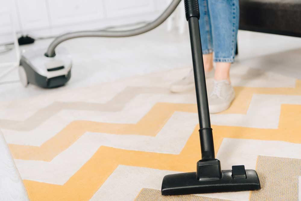 Como limpar tapete: veja o passo a passo para cada material