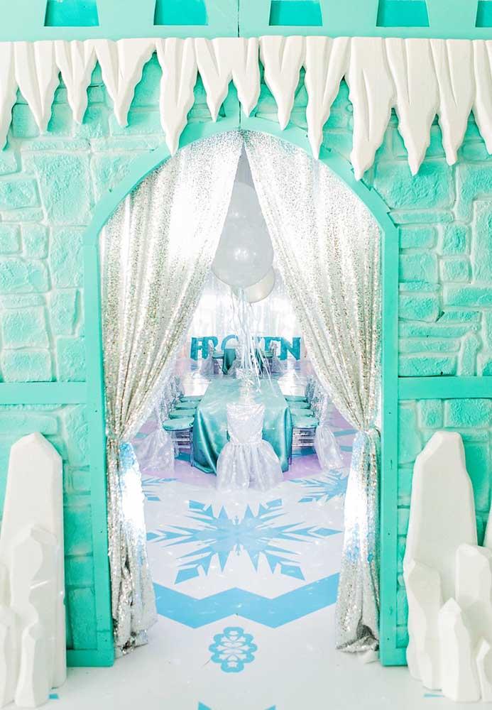 Que tal usar todo o espaço da festa para transformar no verdadeiro Castelo da Elsa?