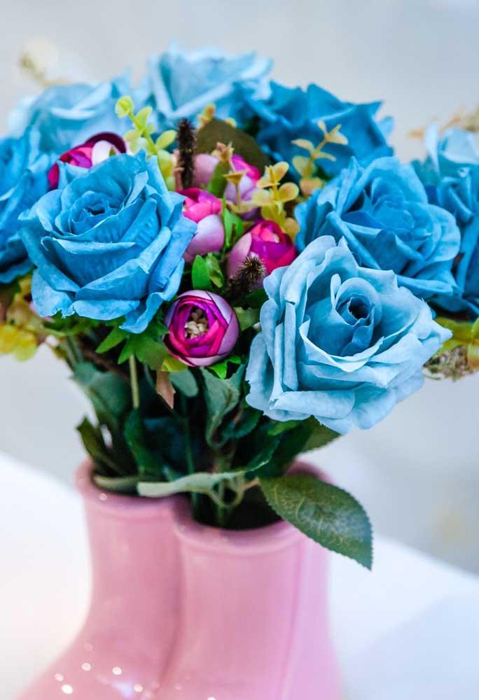 Já pensou em preparar um arranjo de flores artificiais para decorar a festa?