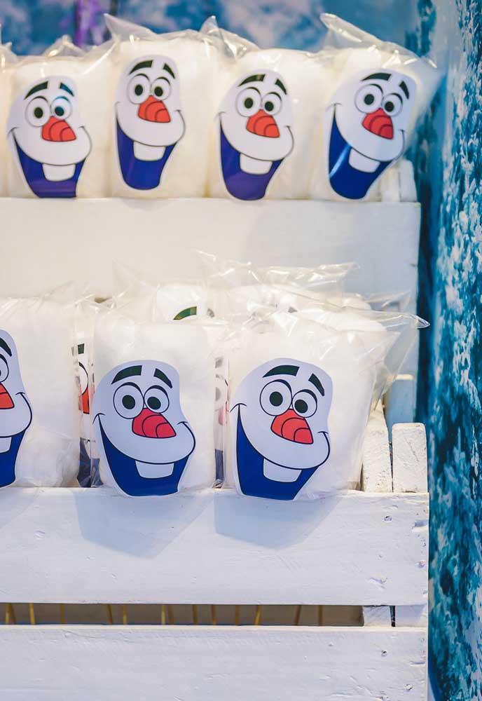 Prefira usar materiais personalizados de acordo com o tema Frozen.