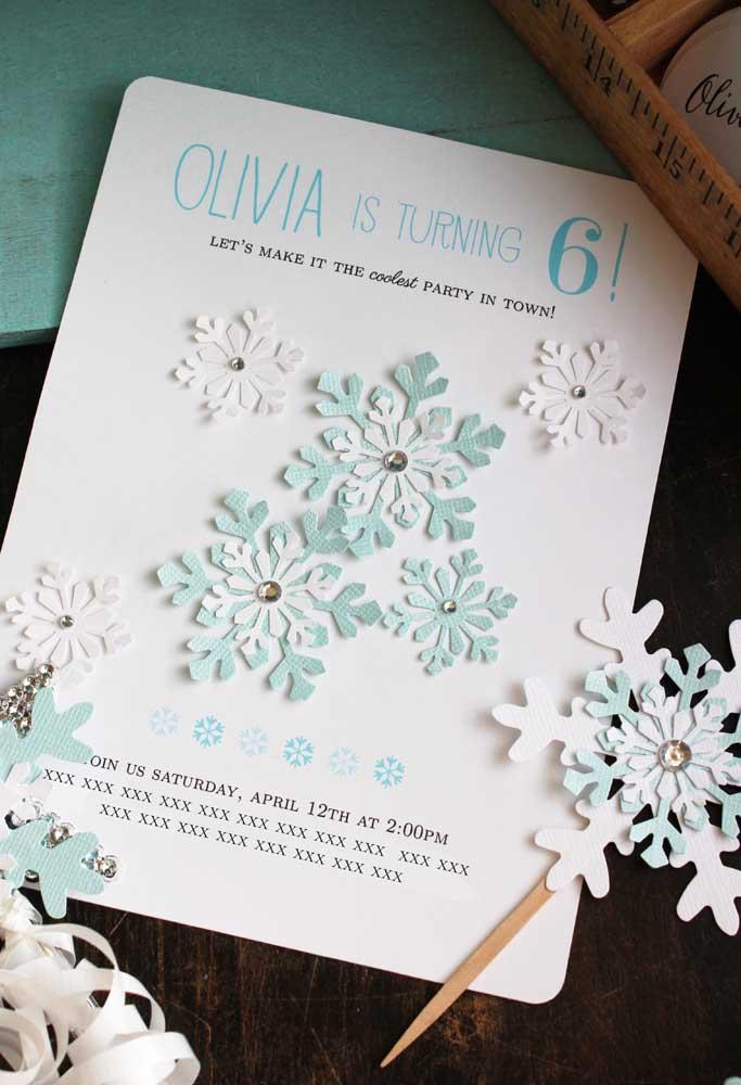 Já sabe como será o convite do aniversário? Use os flocos de neve como referência.