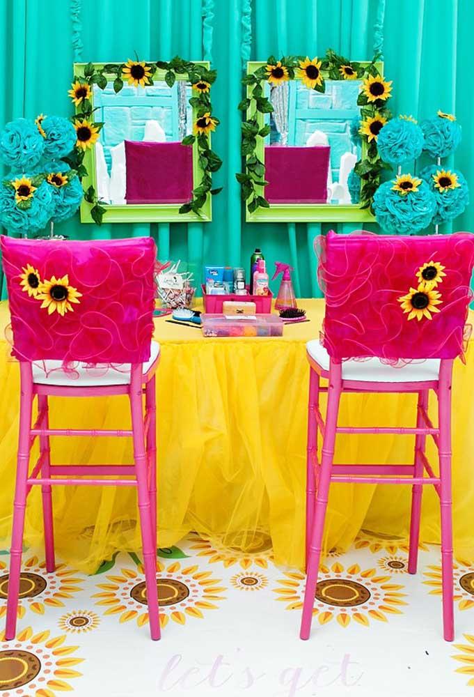 Que tal preparar um espaço para as meninas se produzirem para se divertirem na festa?