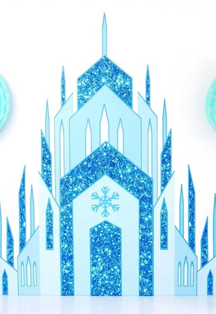 A melhor opção na hora de preparar um painel para a festa com o tema Frozen é usar o Castelo de Gelo como referência.