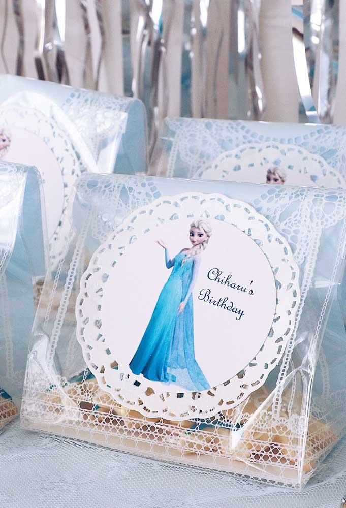Olha que bela embalagem foi usada para guardar algumas guloseimas da festa.