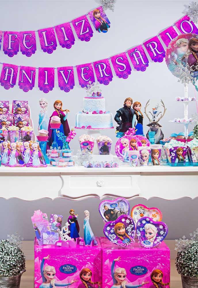 Que tal usar a cor lilás como a cor predominante da decoração com o tema Frozen?
