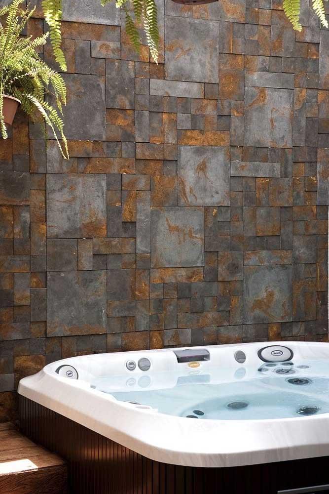 Placas de Pedra ferro em mosaico para esse espaço relaxante da casa