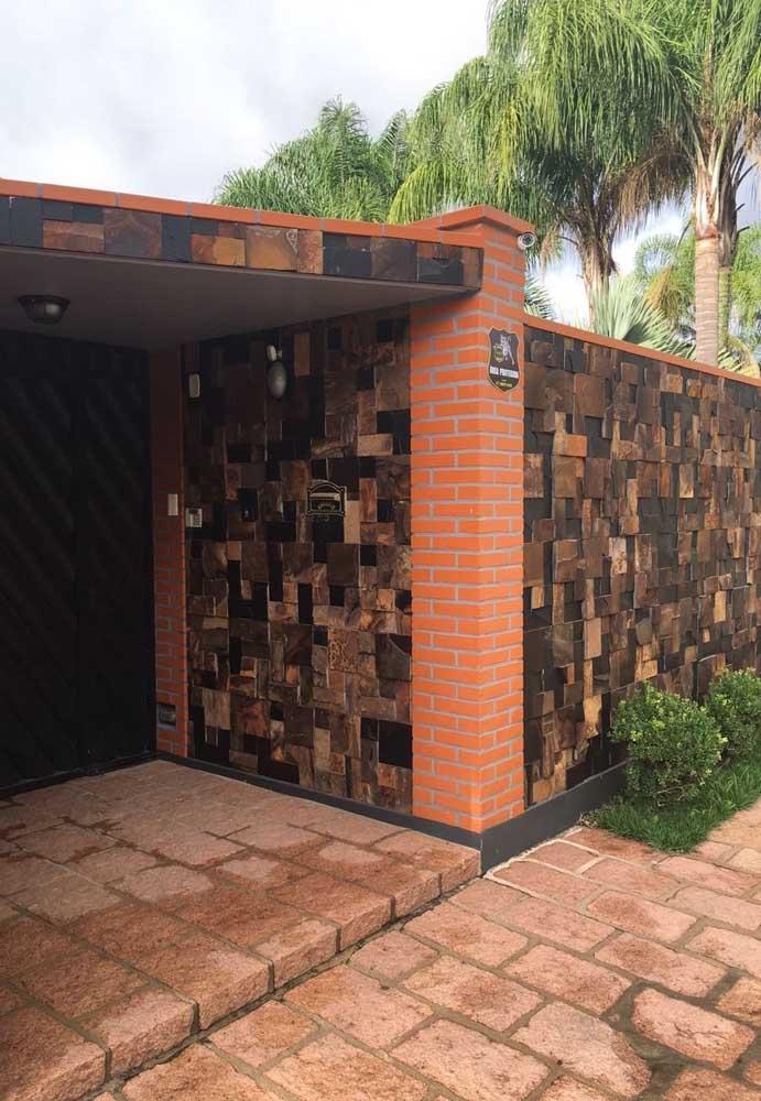 Nesse muro de entrada, a Pedra ferro forma um contraste entre suas diferentes tonalidades