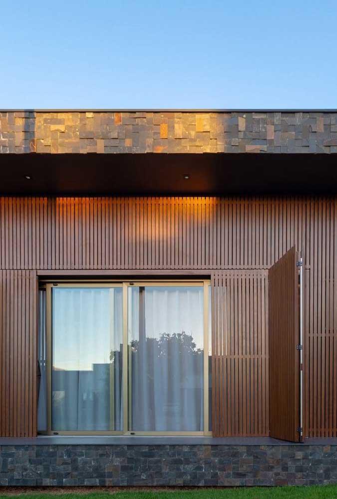 Revestimento em placas grandes de Pedra ferro: uma forma diferente de usar a pedra na fachada da casa