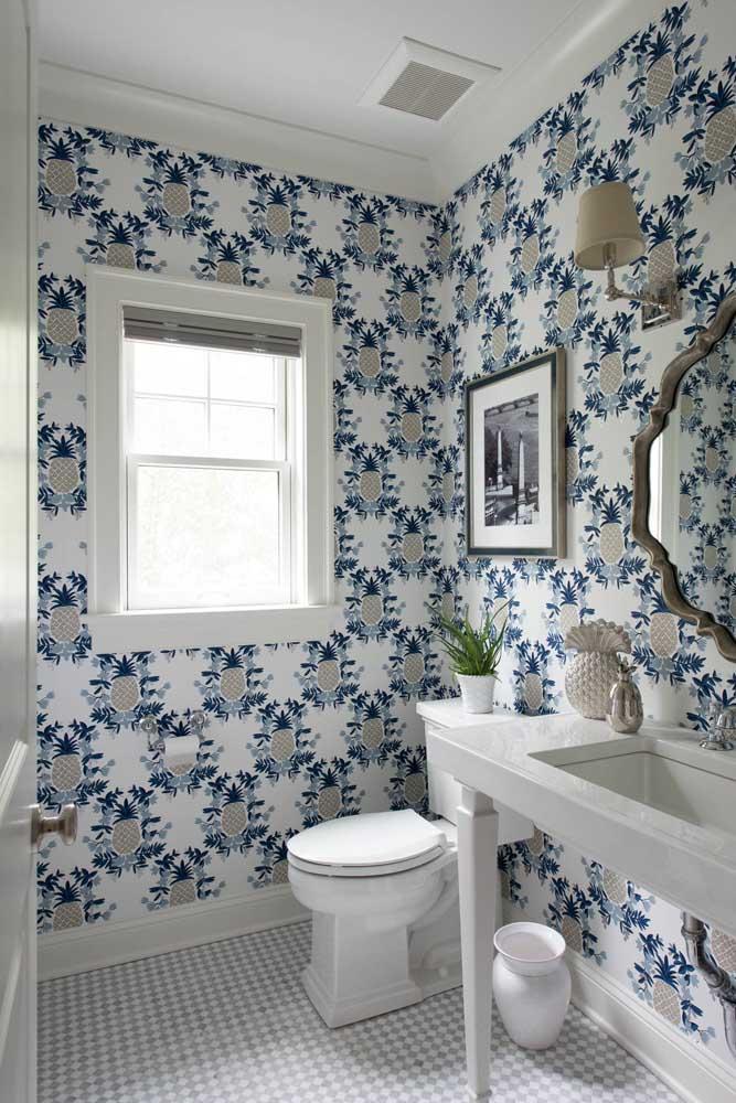 Abacaxis são o tema desse outro papel de parede para lavabo