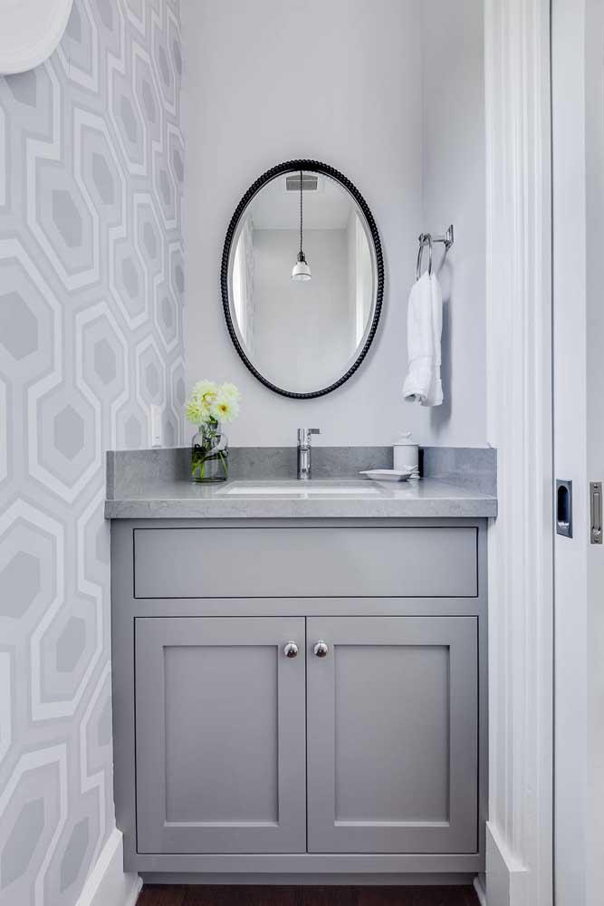 Papel de parede cinza e branco para um lavabo neutro e discreto