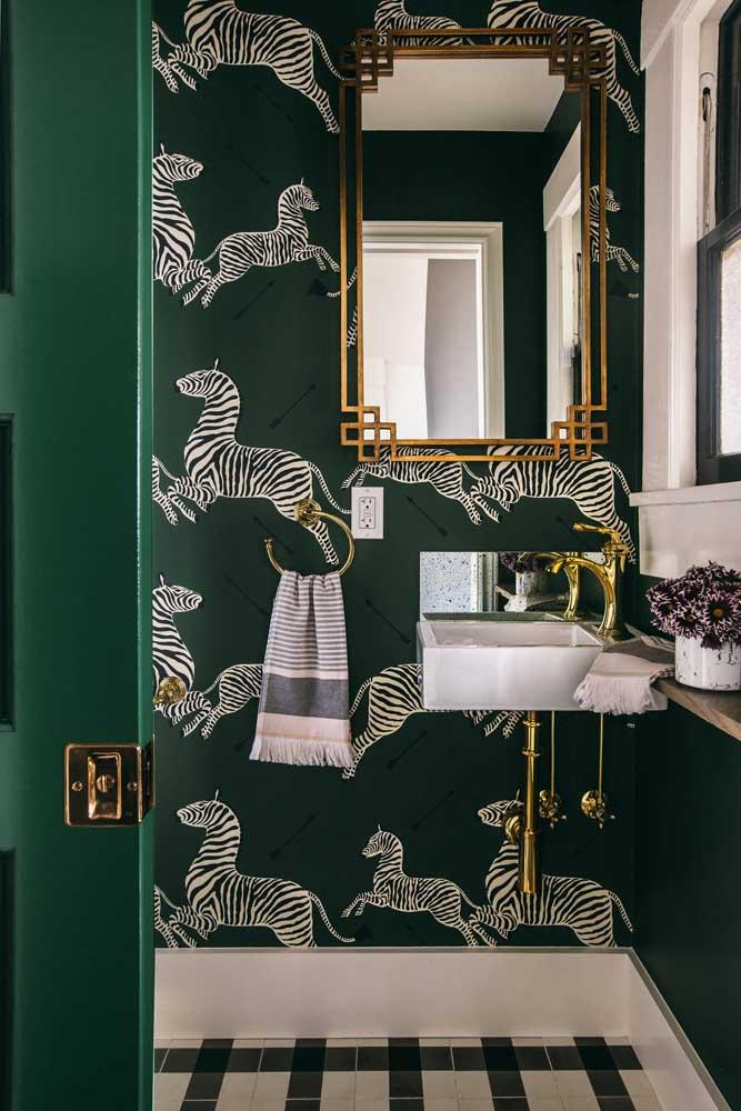 Estampa de zebra no papel de parede para lavabo; um modo criativo de usar papel de parede com tema animal sem cair no lúdico ou no infantil