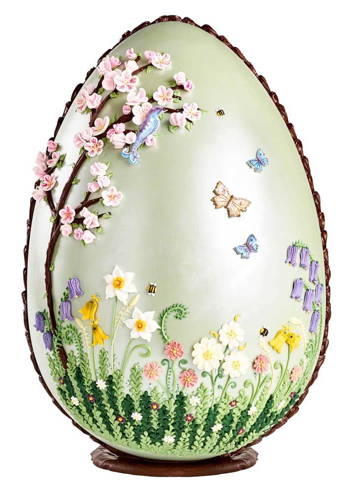 Perfeição de jardim desenhado no Ovo de Páscoa, quem tem coragem de comer um desses e desfazer a arte?