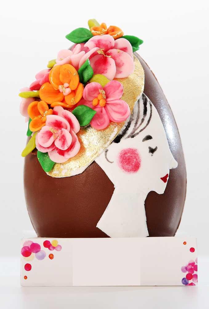 Esse Ovo de Páscoa ficou lindo com a decoração aplicada em massa comestível