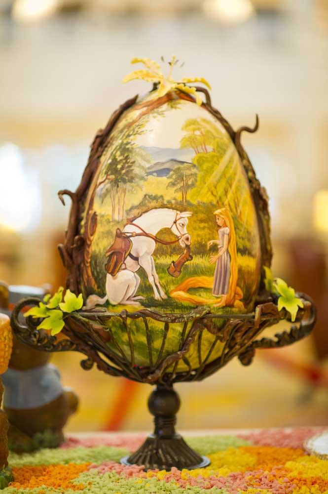 Que lindo esse Ovo de Páscoa decorado com uma pintura super delicada da Rapunzel