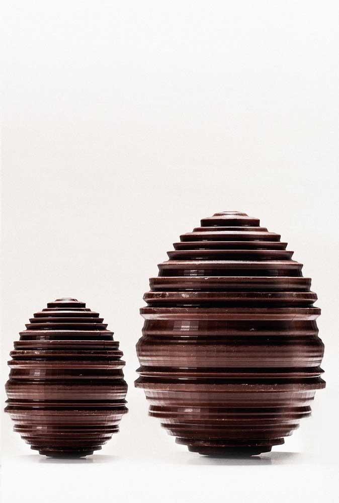 Um estilo super diferente de Ovos de Páscoa com camadas sobrepostas; parece uma escultura em 3D