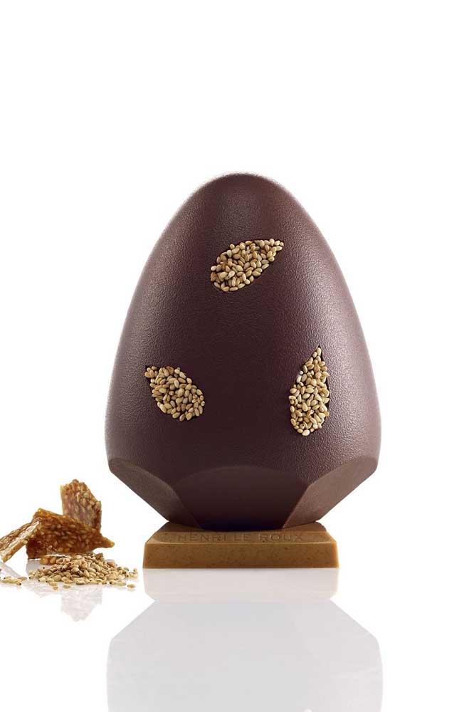 Ovo de Páscoa gourmet com design diferente e apresentação super elegante