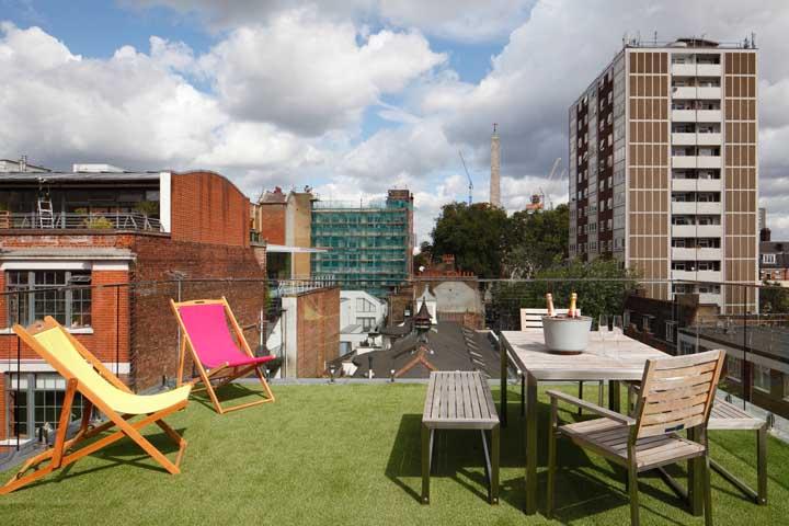 Terraço verde para aproveitar melhor os dias de calor