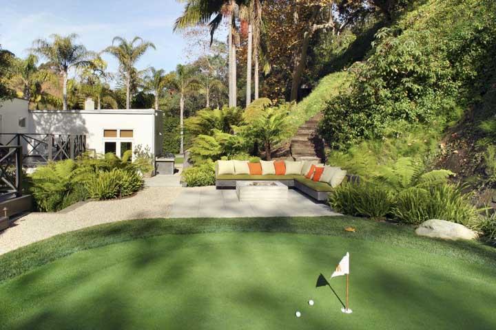Campo de golfe forrado com a grama bermuda