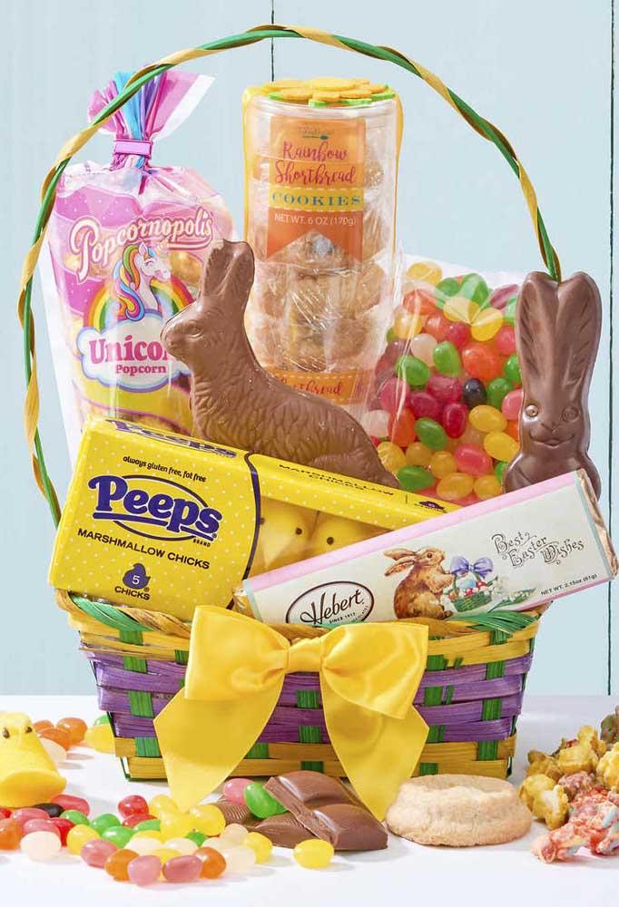 Essa cesta de chocolate veio recheada com doces variados