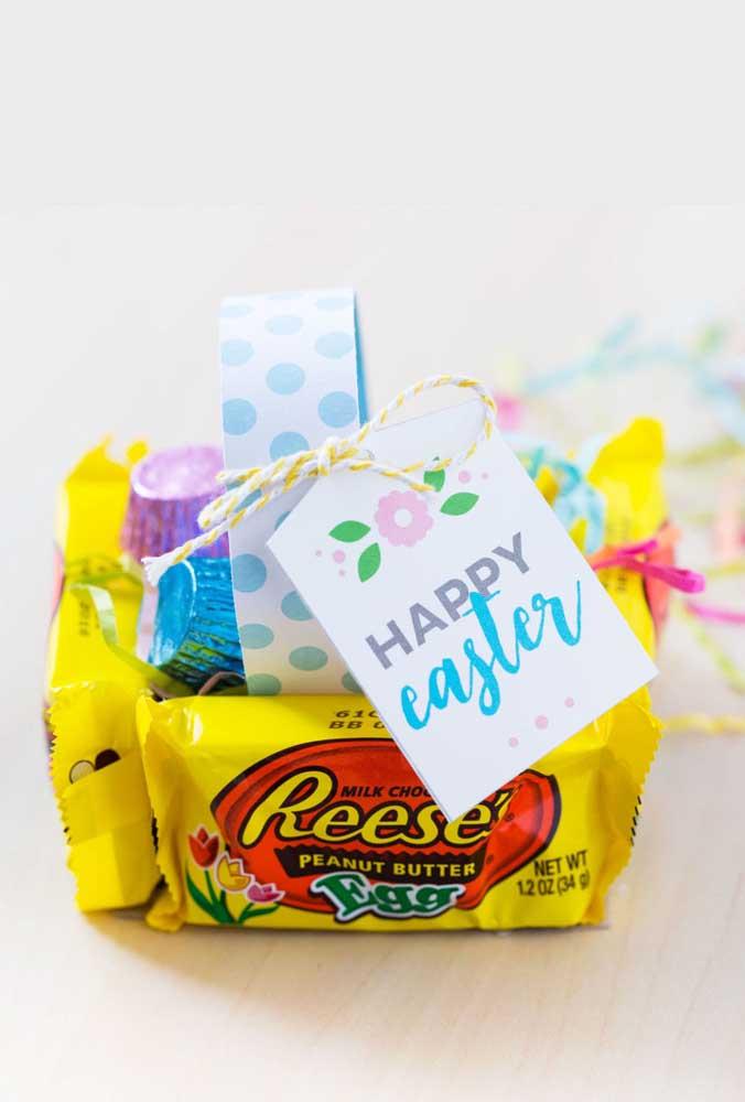 Inspiração de cesta de Páscoa feita com os próprios pacotes de doces