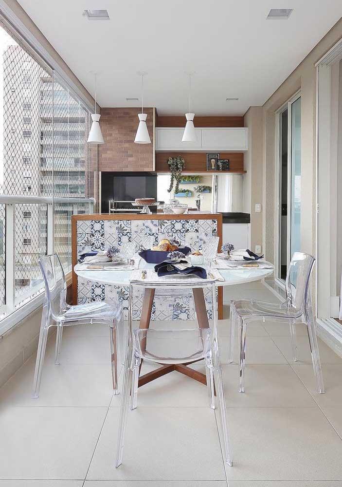 As varandas de apartamentos são ótimos espaços para receber churrasqueiras de tijolo