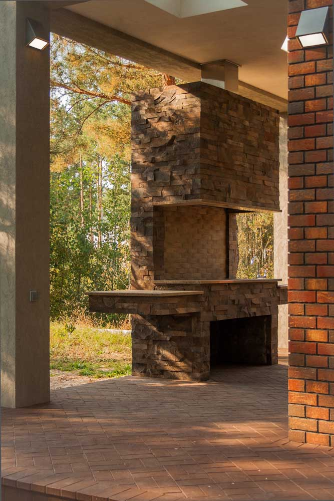 Um modelo diferenciado de churrasqueira de tijolos para você se inspirar