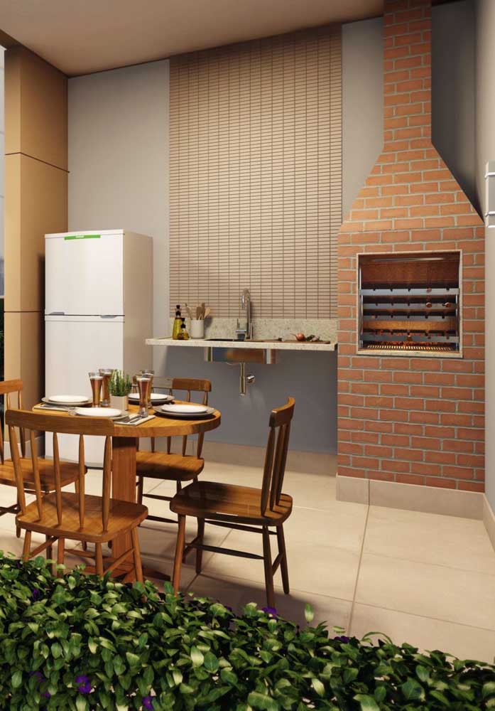 Churrasqueira de tijolo para o espaço gourmet simples