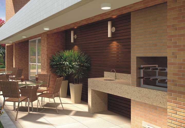 Receber os amigos e familiares nesse espaço gourmet fica ainda melhor com a churrasqueira de tijolo