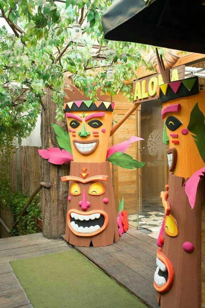 Totens havaianos para proteger e, claro, decorar a festa também